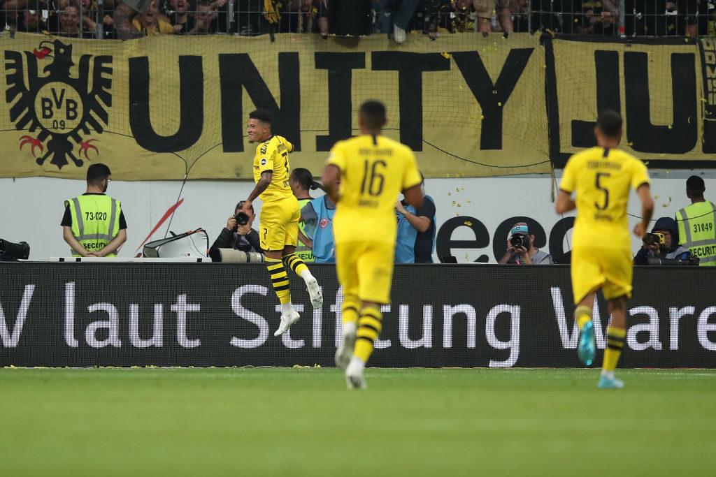 Jadon Sancho bejubelt sein Tor zum 0:1 für Borussia Dortmund bei Eintracht Frankfurt (2:2).