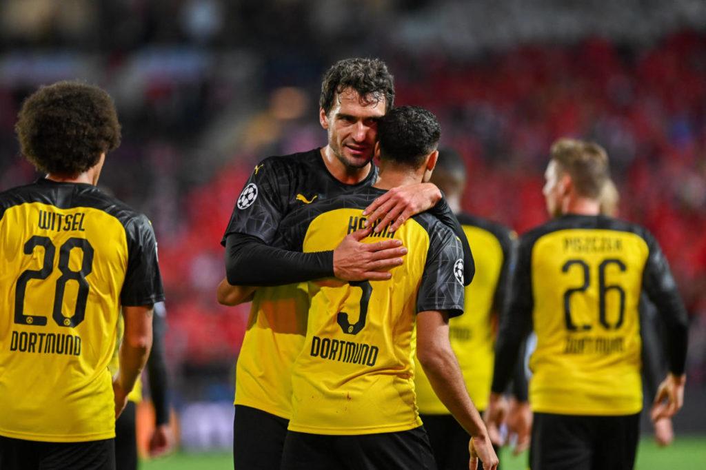 Slavia Prag - Borussia Dortmund 0:2: Mats Hummels (m.) weiß, bei wem er sich zu bedanken hat...