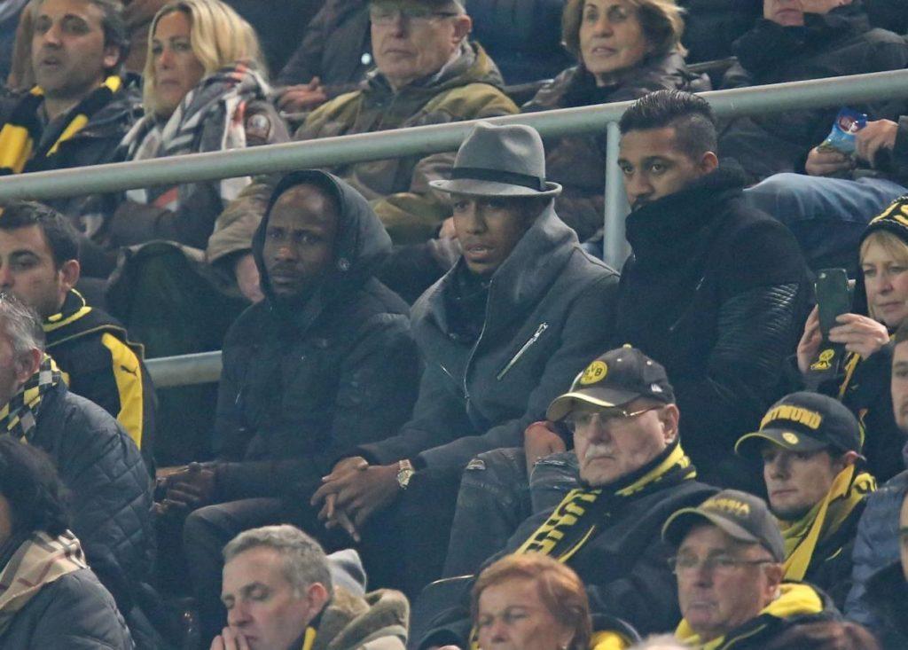 Pierre-Emerick Aubameyang und sein Team in Zivil beim Champions-League-Heimspiel von Borussia Dortmund gegen Sporting Lissabon im November 2016