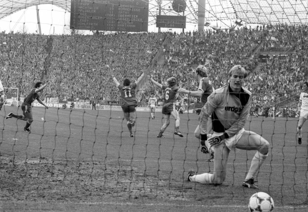 """1985/86 erlebte die Bundesliga ein dramatisches Finale. Borussia Mönchengladbach und Torwart Erik Thorstvedt wurden beim 0:6 beim FC Bayern München zum ,,Königsmacher""""."""