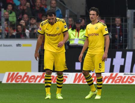 Mats Hummels (l., mit Thomas Delaney) konnte Borussia Dortmund in der Abwehr nicht sicherer machen...