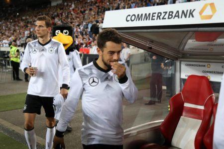 In der deutschen Nationalmannschaft blieb Amin Younes (vorn, mit Leon Goretzka) oft nur die Bankrolle...