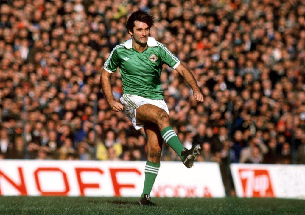 George Best (Nordirland) zieht ab - Der legendäre Halbstürmer machte nur 38 Länderspiele für das Team von der grünen Insel