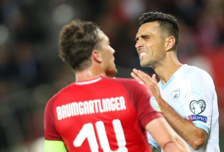 Eran Zahavi (r.) im EM-Qualifikationsspiel Österreich gegen Israel (3:1) gegen Bundesliga-Profi Julian Baumgartlinger