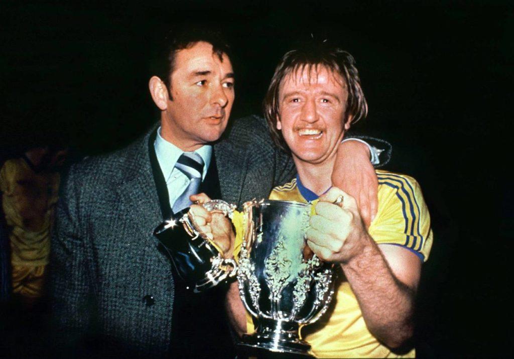 Trainer Brian Clough (li.) und Kenny Burns (beide Nottingham) freuen sich über den Meistertitel.