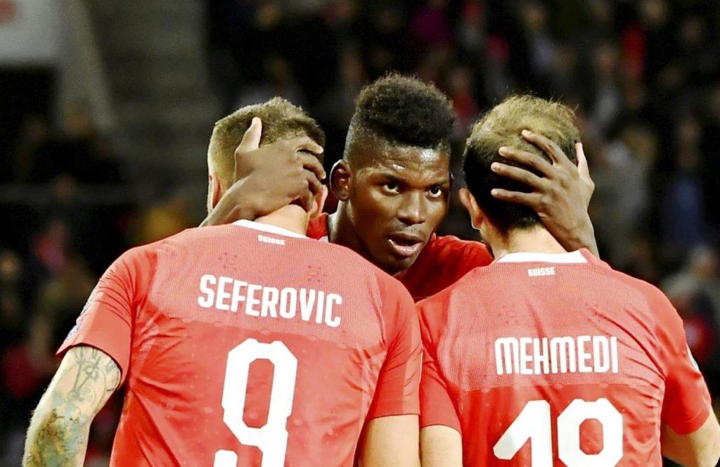 Ende gut, alles gut: Die Schweizer Haris Seferovic, Breel Embolo und Admir Mehmedi feiern das Tor zum 1:0 gegen Irland in der EM-Qualifikation am 15. Oktober 2019.
