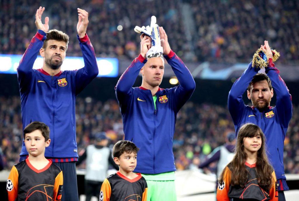 Seit 2014 beim FC Barcelona Teamkollegen: Marc-André ter Stegen (m.) und Lionel Messi (r.), hier vor dem CL-Viertelfinale 2019 gegen Manchester United.