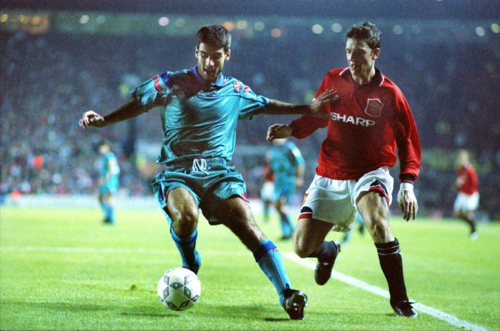 Hätten Sie ihn erkannt? Pep Guardiola (l.) vom FC Barcelona am 19. Oktober 1994 im Champions-League-Spiel bei Manchester United (2:2) gegen Lee Sharpe.