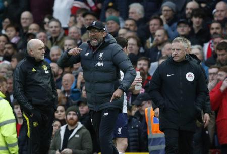 Jürgen Klopp ist nach dem 1:0 von Manchester United durch Marcus Rashford (nicht im Bild) aufgebracht - Dem Treffer ging wohl ein Foulspiel an Divock Origi voraus...