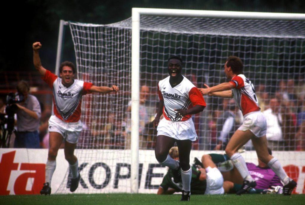 August 1990: Frank Hartann, Souleyman Sané und Uwe Tschiskale rocken mit Wattenscheid 09 die Bundesliga.