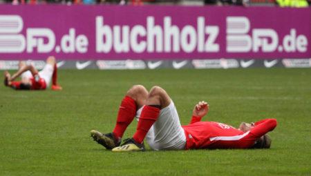 Der 1. FC Kaiserslautern liegt nach dem 2:3 gegen Würzburger Kickers auf einem Abstiegsplatz in der 3. Liga