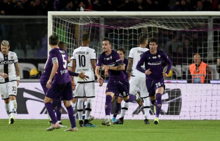 Gaetano Castrovilli (m.) rettete der Fiorentina ohne Franck Ribéry gegen Parma wenigstens einen Punkt.