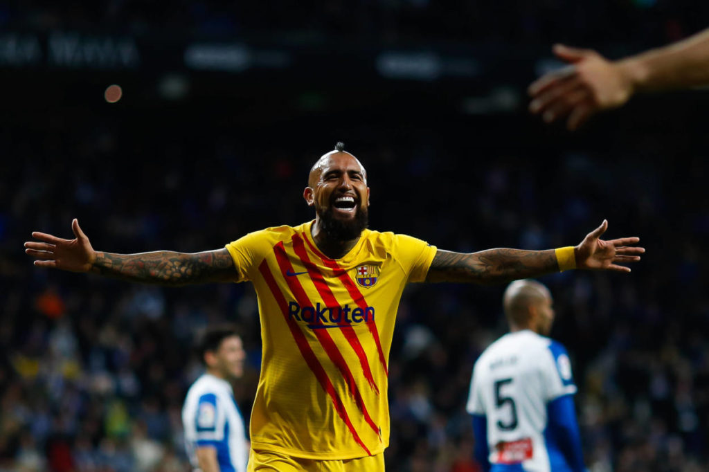 Man United set to rival Inter Milan for £17m rated Barcelona midfielder
