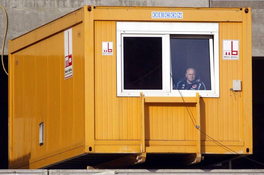 Willi Reimann ist im Container.