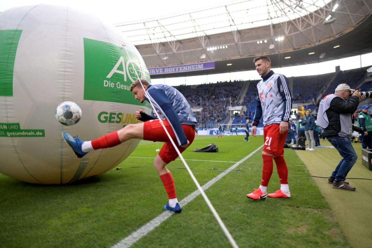Michael Cuisance (l.) zaubert beim FC Bayern, wie hier Anfang 2020 in Sinsheim beim Gastspiel bei der TSG 1899 Hoffenheim, meist nur im Schatten der Reservebank.