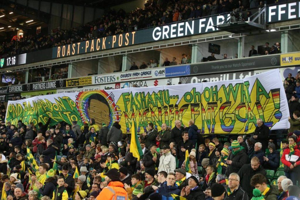 Fashanu ist bis heute unvergessen bei den britischen Fußballfans – Hier ein Spruchband der Anhänger von Norwich City im Premier-League-Spiel gegen den FC Liverpool im Februar 2020.