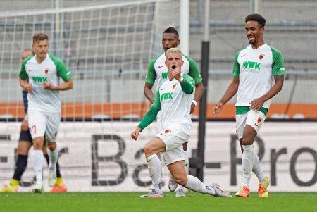1.Bundesliga FC Augsburg - 1.FC Köln: Philipp Max jubelt nach seinem Tor zum 1:1