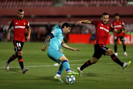 FC Barcelona extend their lead at the top after beating Mallorca by 4:0. Lionel Messi assisted twice and scored one in an easy win.