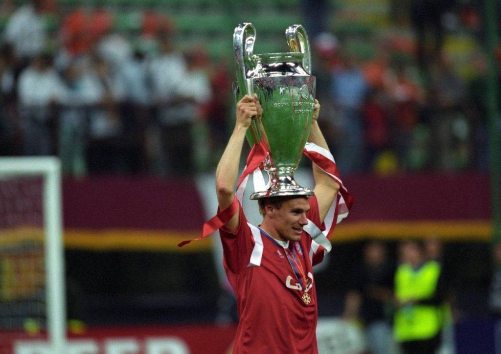 """Den Bimbes gut angelegt? Die Bayern dominieren seit Jahrzehnten die Bundesliga und ihren Transfermarkt. Auch den Champions-League-Sieger von 2001, Alexander """"Zico"""" Zickler, holten sie von Dynamo Dresden einst für einen Preis, der eigentlich ein Schenkelklopfer war."""