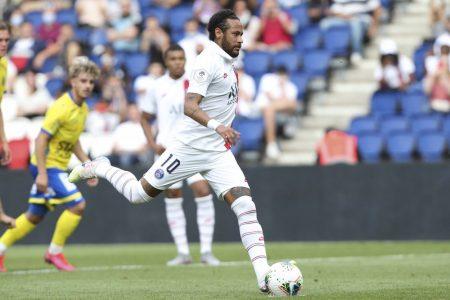 In a friendly match against Waasland-Beveren, PSG star Neymar Jr cheekily asks goalkeeper which corner he should put the ball to.